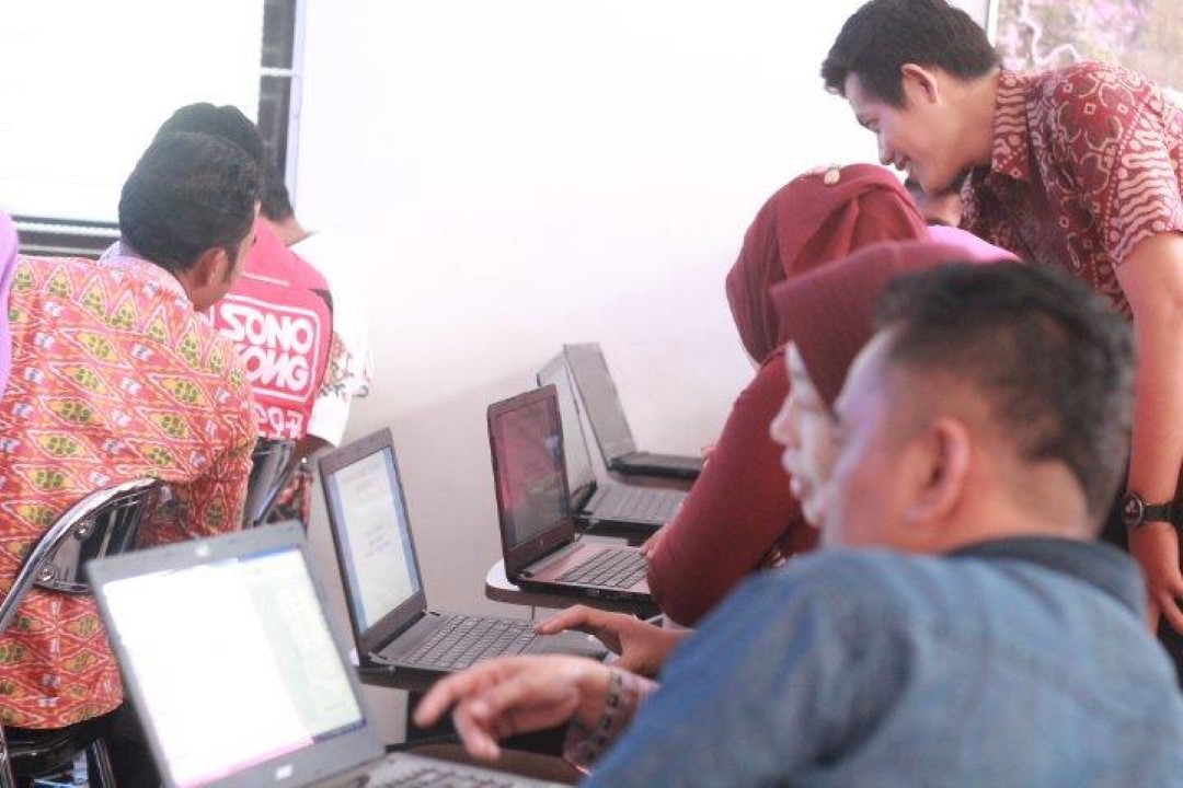 Pelatihan Komputer Dasar Bagi Perangkat Desa