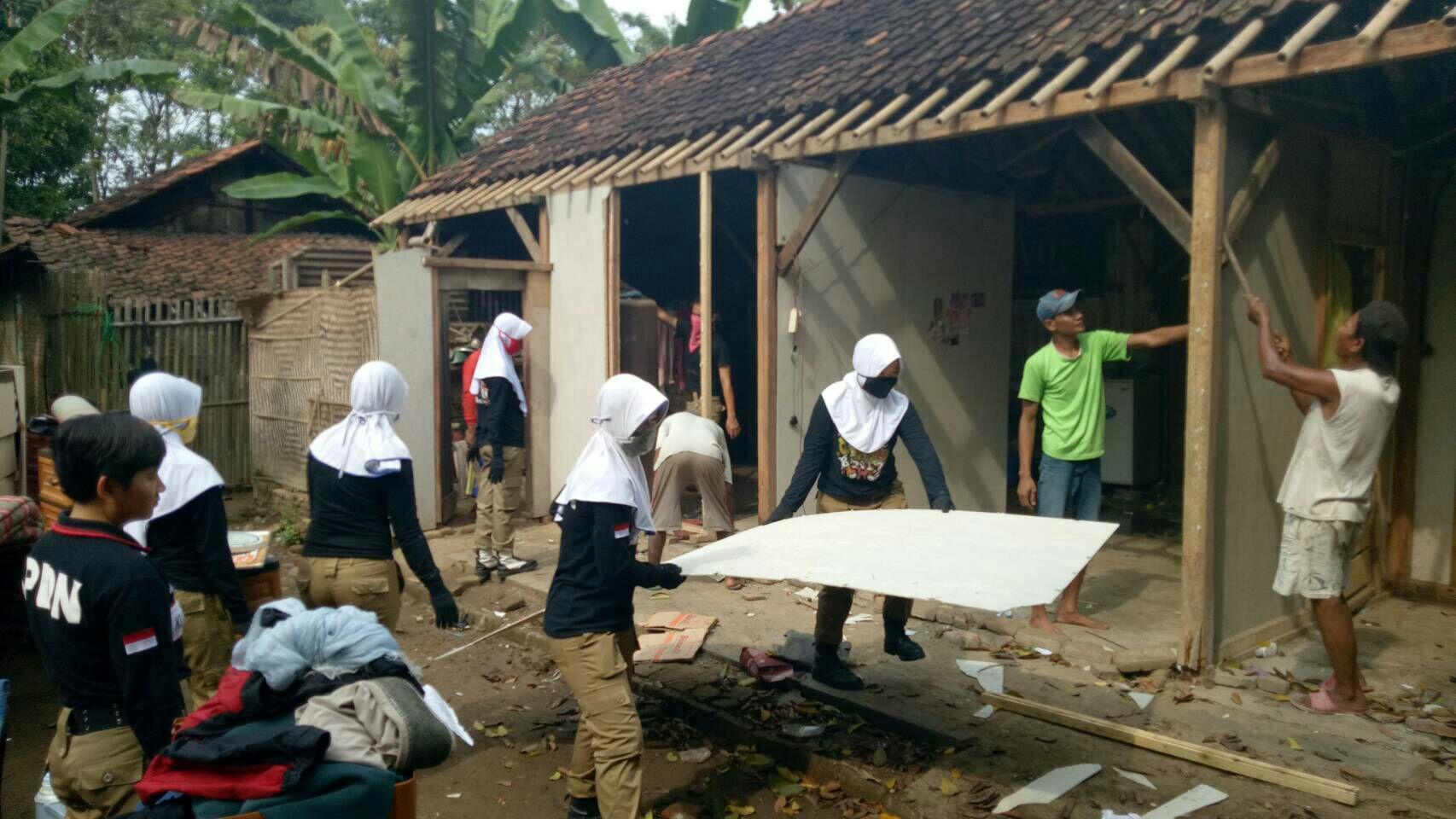 Bedah Rumah KUKERTA IPDN Wilayah Kecamatan Ampelgading
